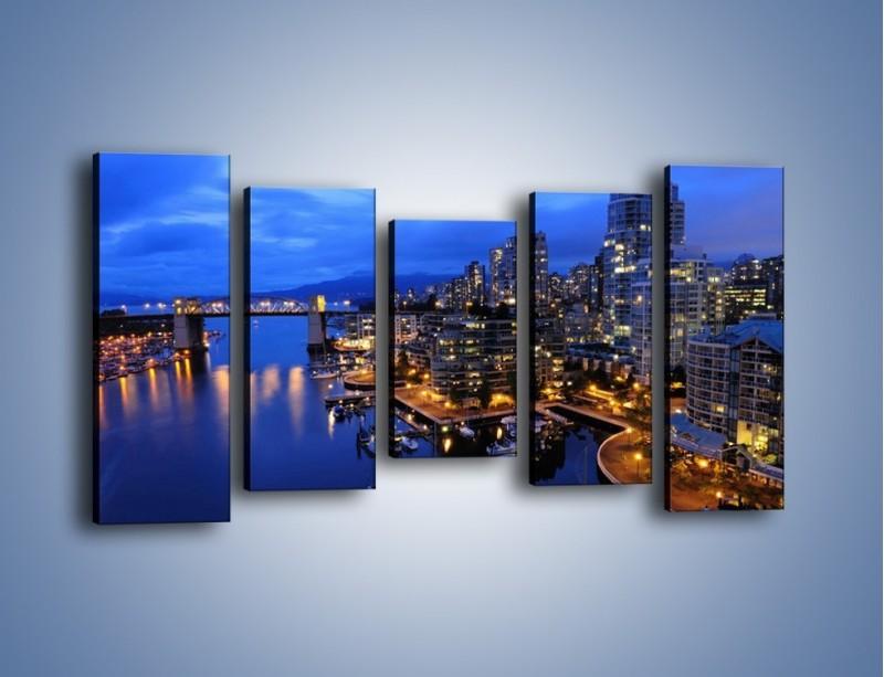 Obraz na płótnie – Port na jachty w mieście nocą – pięcioczęściowy AM250W2