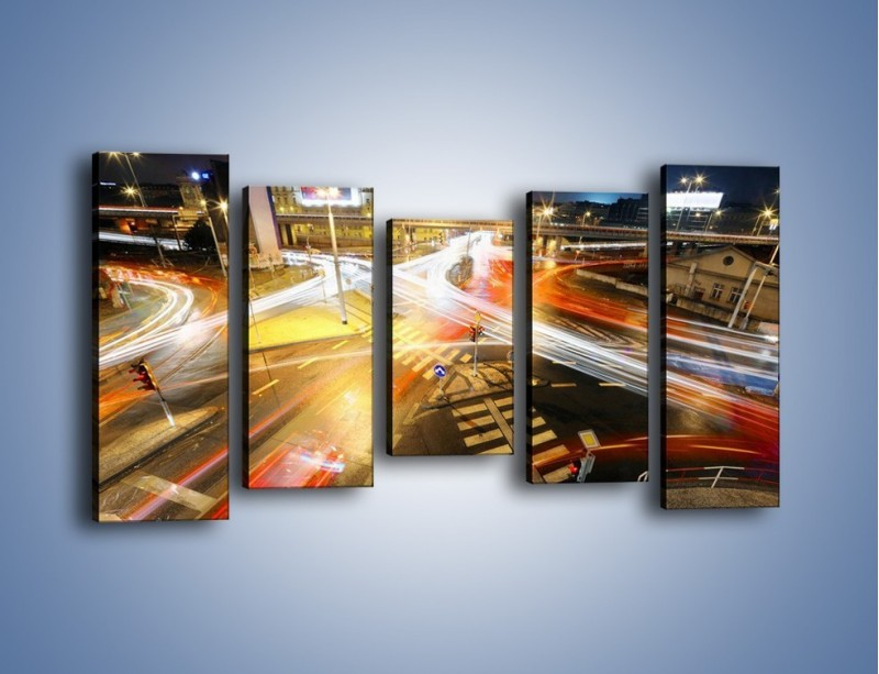 Obraz na płótnie – Światła samochodów w ruchu na skrzyżowaniu – pięcioczęściowy AM279W2