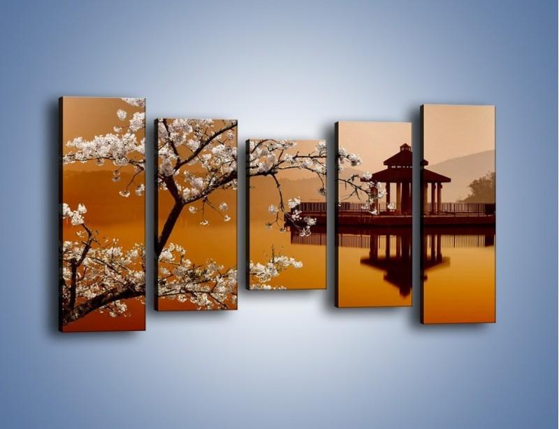 Obraz na płótnie – Kwiaty na tle Sun Moon Lake – pięcioczęściowy AM301W2