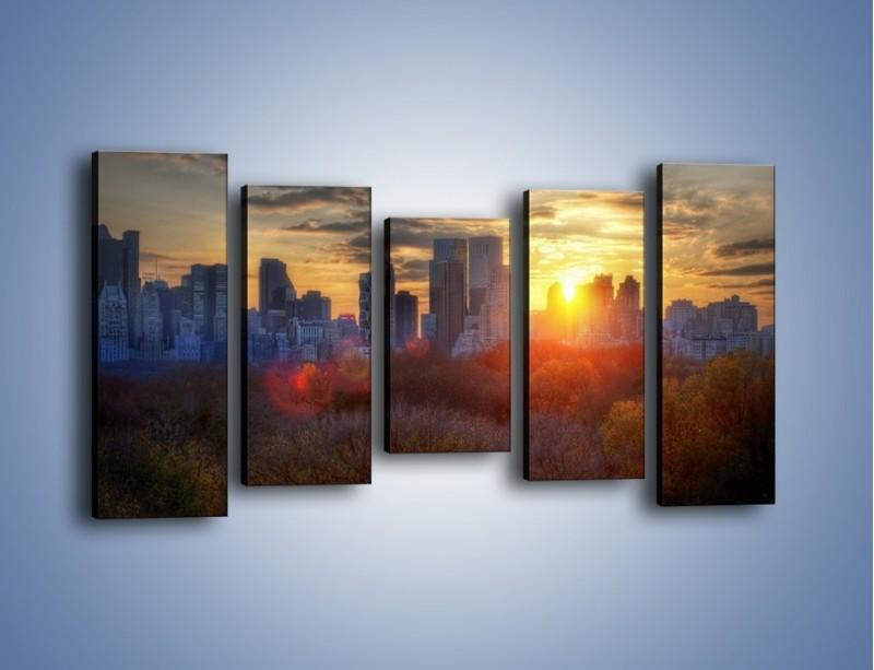 Obraz na płótnie – Wschód słońca nad miastem – pięcioczęściowy AM318W2