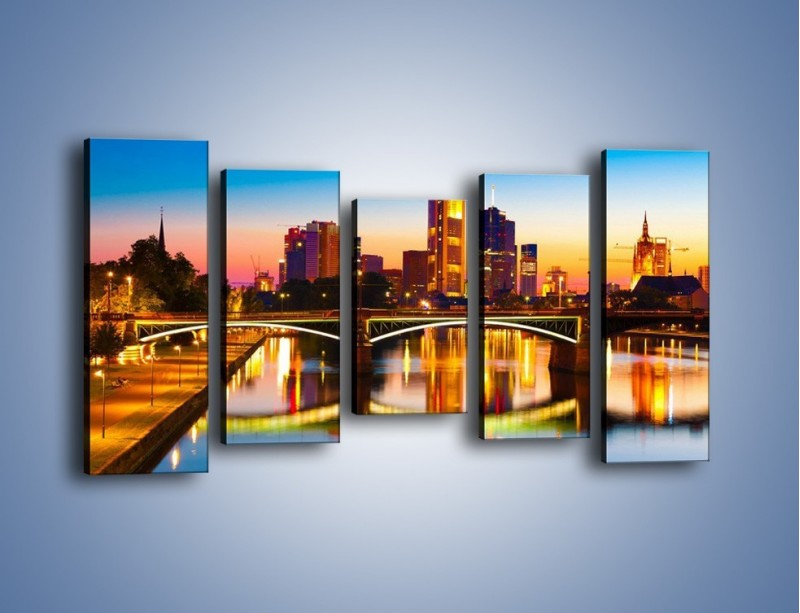 Obraz na płótnie – Oświetlony most we Frankfurcie – pięcioczęściowy AM416W2