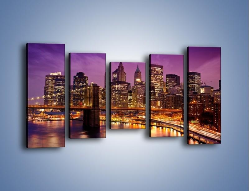 Obraz na płótnie – Nowy York pod fioletowym niebem – pięcioczęściowy AM434W2