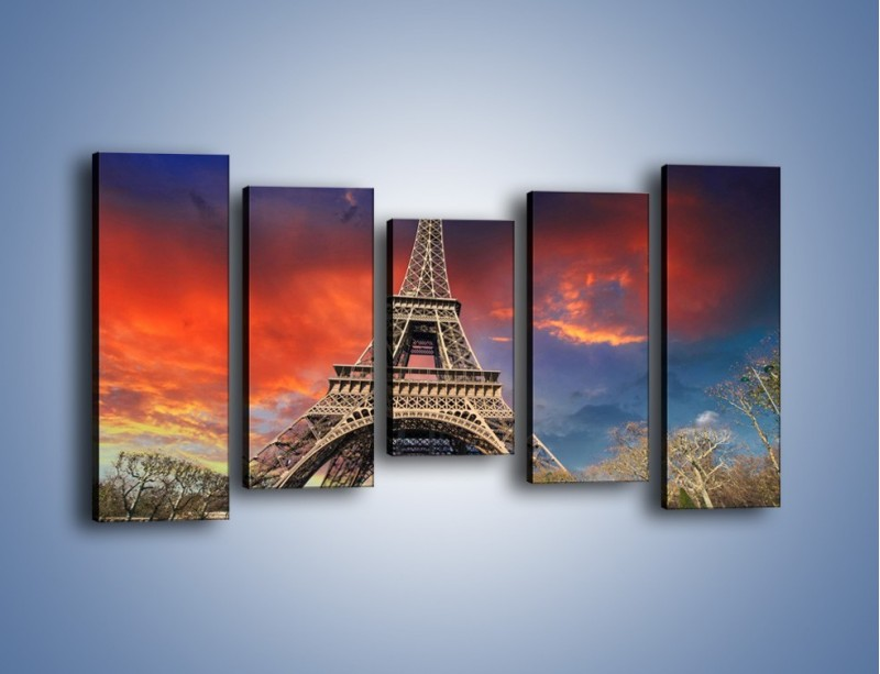 Obraz na płótnie – Wieża Eiffla pod niebiesko-czerwonym niebem – pięcioczęściowy AM463W2