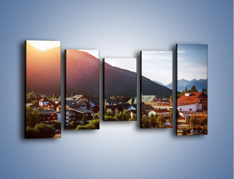 Obraz na płótnie – Austryjackie miasteczko u podnóży gór – pięcioczęściowy AM496W2