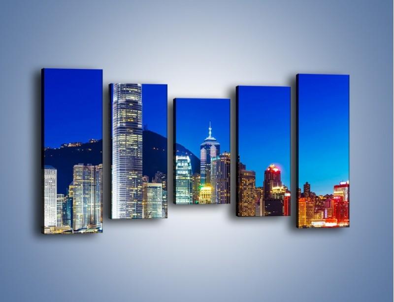 Obraz na płótnie – Oświetlone wieżowce Hong Kongu – pięcioczęściowy AM498W2