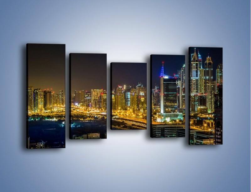 Obraz na płótnie – Oświetlony Dubaj nocą – pięcioczęściowy AM506W2