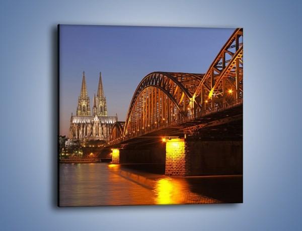 Obraz na płótnie – Most na tle kościoła – jednoczęściowy kwadratowy AM186