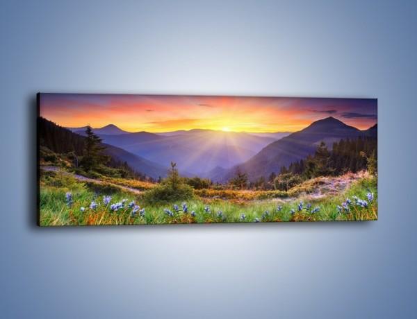 Obraz na płótnie – Góry o zachodzie słońca – jednoczęściowy panoramiczny KN014