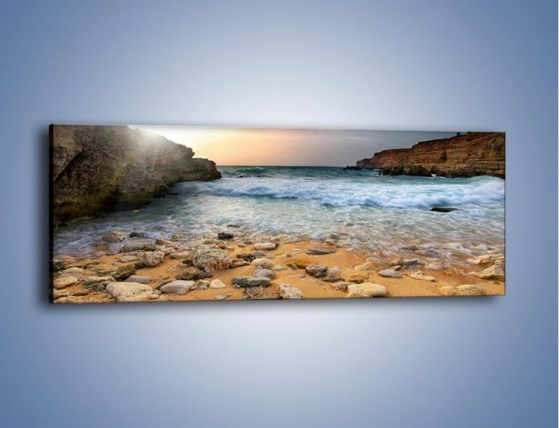 Obraz na płótnie – Kamienista plaża o poranku – jednoczęściowy panoramiczny KN043