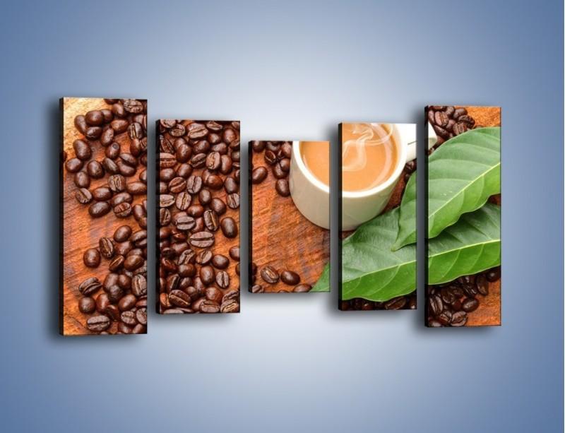 Obraz na płótnie – Ziarna kawy pod liściem – pięcioczęściowy JN417W2