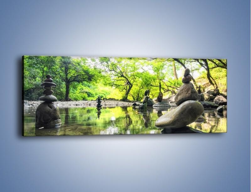 Obraz na płótnie – Kamienne piramidy na wodzie – jednoczęściowy panoramiczny KN068