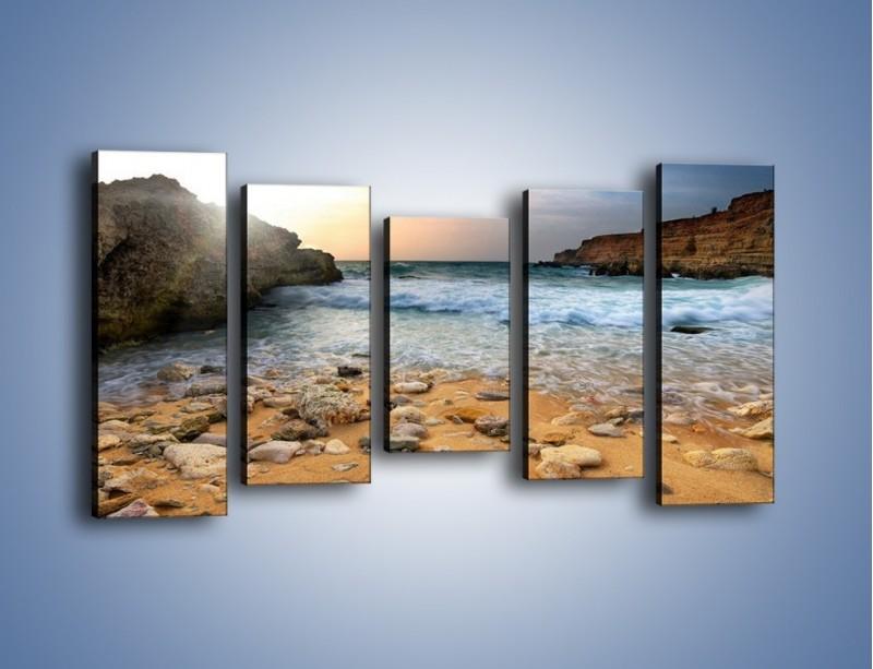 Obraz na płótnie – Kamienista plaża o poranku – pięcioczęściowy KN043W2