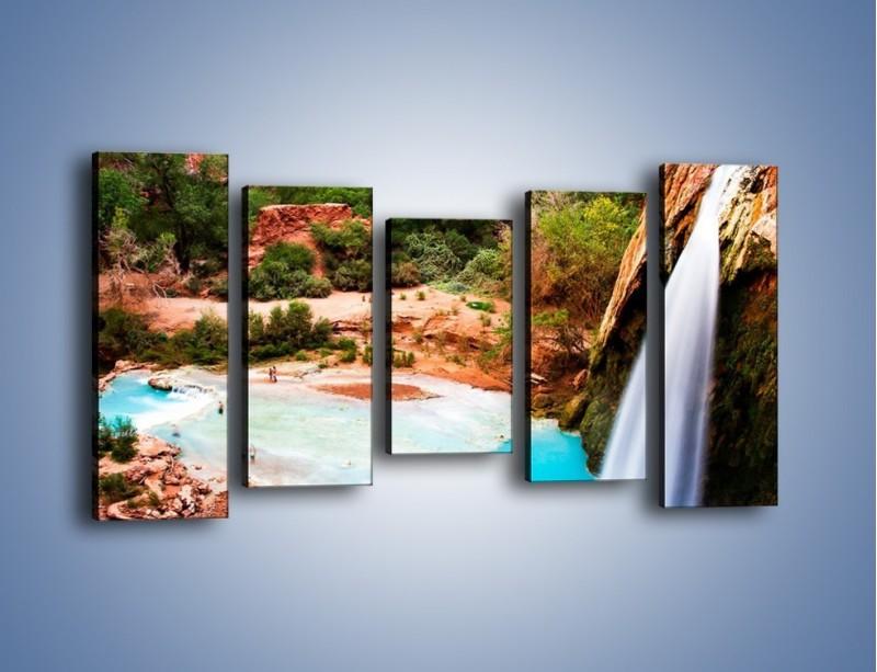 Obraz na płótnie – Zabawy przy wodospadzie – pięcioczęściowy KN095W2