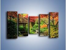 Obraz na płótnie – Alejka między kolorowymi drzewami – pięcioczęściowy KN1113W2