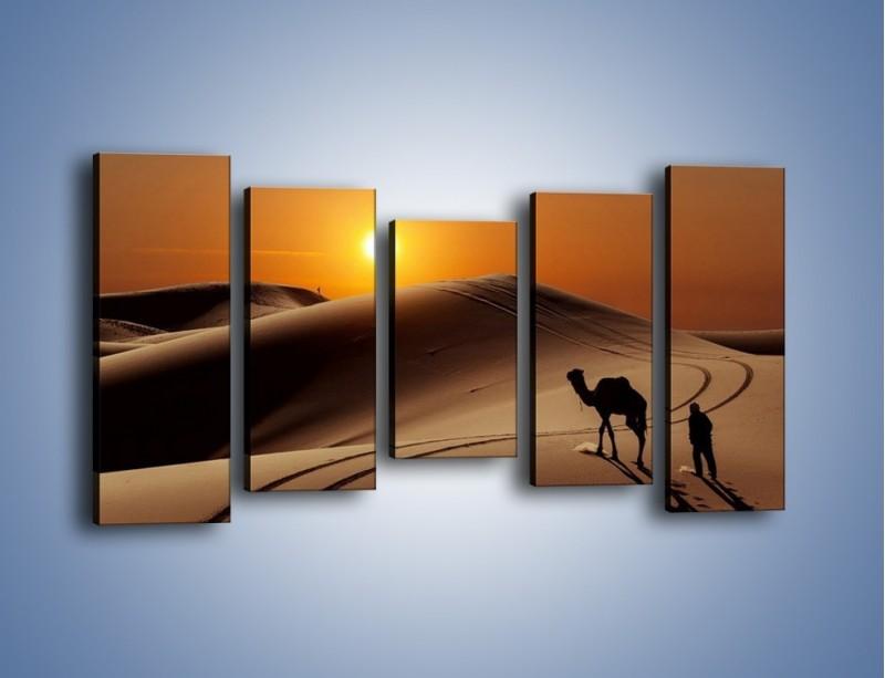 Obraz na płótnie – Człowiek wielbłąd i wydmy – pięcioczęściowy KN1134AW2