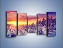 Obraz na płótnie – Choinki w śnieżnej szacie – pięcioczęściowy KN1220AW2