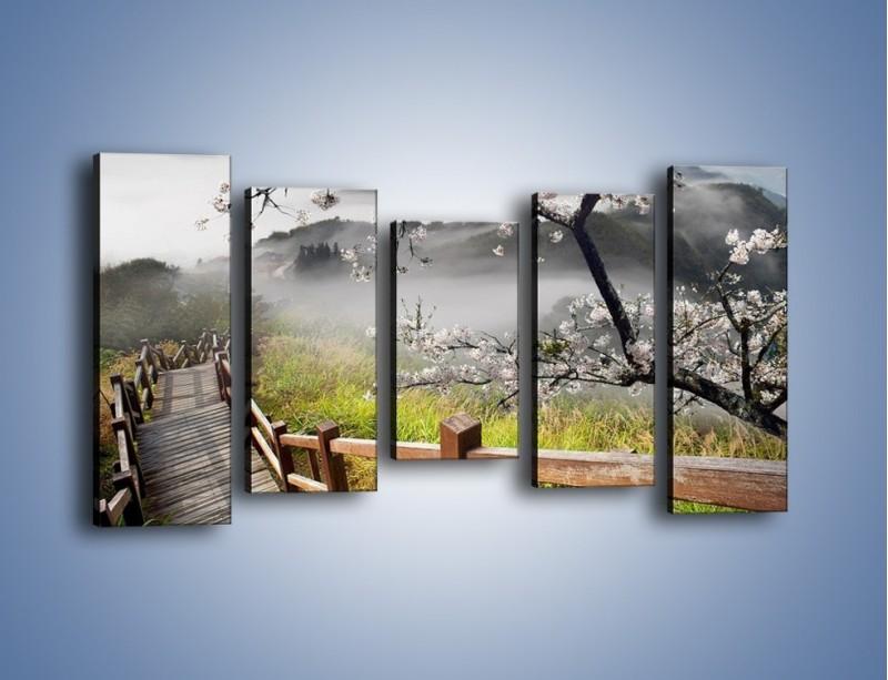 Obraz na płótnie – Drzewo wiśni i kręte schody – pięcioczęściowy KN698W2