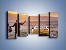 Obraz na płótnie – Chevrolet Camaro na pustynnej drodze – pięcioczęściowy TM080W2