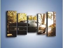 Obraz na płótnie – Chevrolet Camaro w matowym kolorze – pięcioczęściowy TM132W2