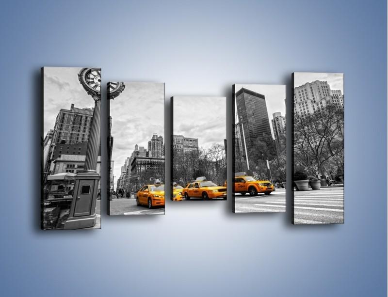 Obraz na płótnie – Żółte taksówki na szarym tle miasta – pięcioczęściowy TM225W2