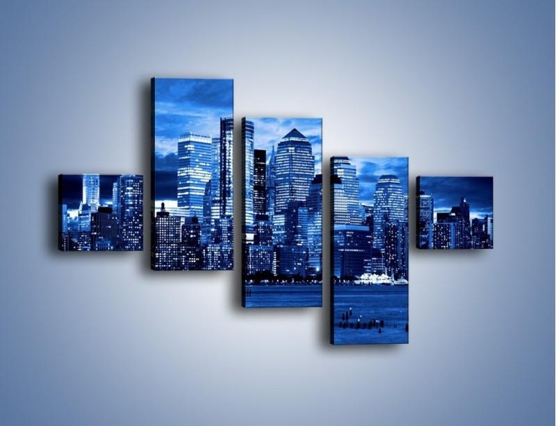 Obraz na płótnie – Wieżowce w odcieniach niebieskiego – pięcioczęściowy AM017W3