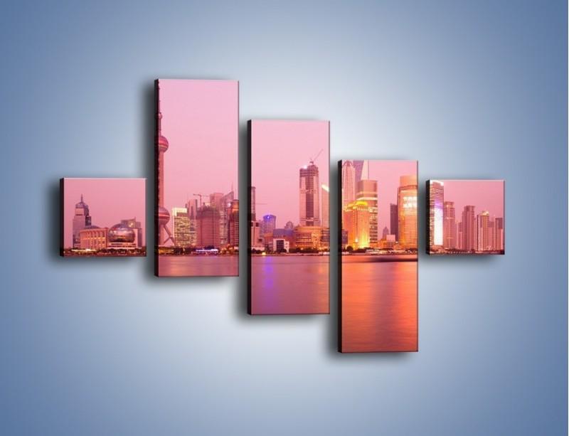 Obraz na płótnie – Miasto o poranku w odcieniach różu – pięcioczęściowy AM020W3
