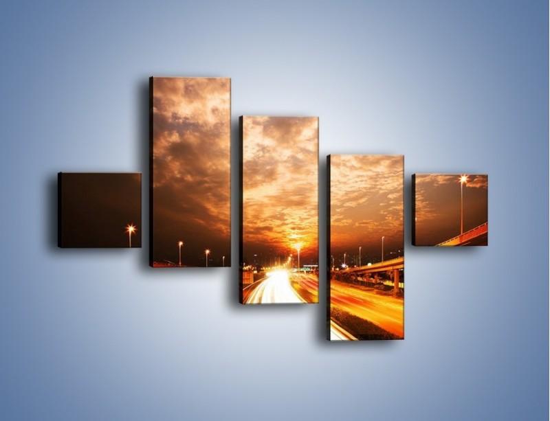 Obraz na płótnie – Oświetlona autostrada w ruchu – pięcioczęściowy AM021W3