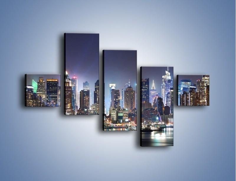 Obraz na płótnie – Oświetlone miasto nocą – pięcioczęściowy AM034W3