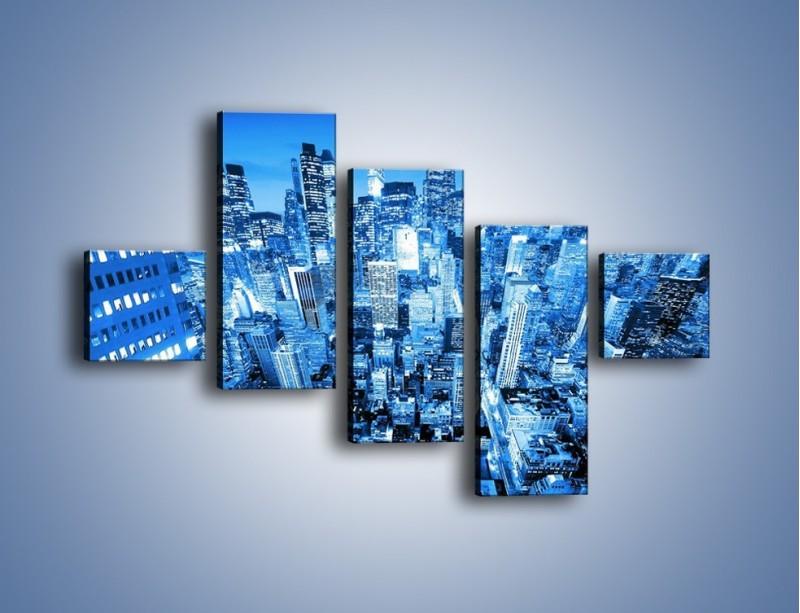 Obraz na płótnie – Centrum miasta w niebieskich kolorach – pięcioczęściowy AM042W3