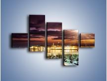 Obraz na płótnie – Błysk światła nad miastem wieczorową porą – pięcioczęściowy AM063W3