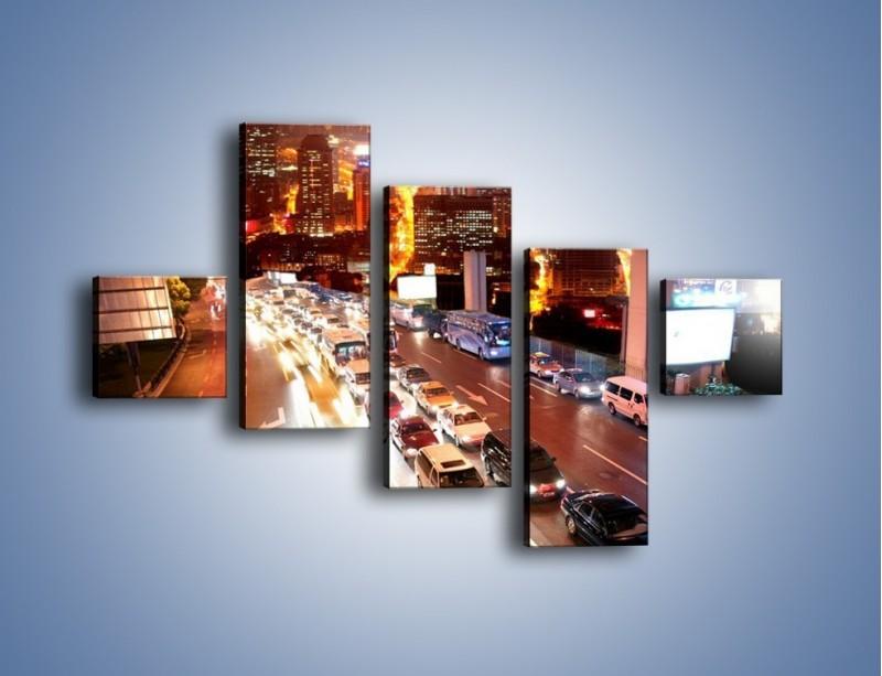 Obraz na płótnie – Wyjazd z zatłoczonego miasta – pięcioczęściowy AM080W3