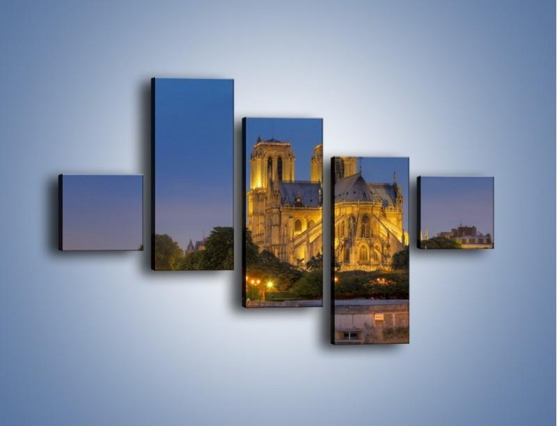 Obraz na płótnie – Kościół w świetle wieczornych lamp – pięcioczęściowy AM170W3