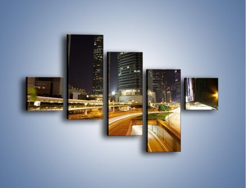 Obraz na płótnie – Miasto w nocnym ruchu ulicznym – pięcioczęściowy AM225W3