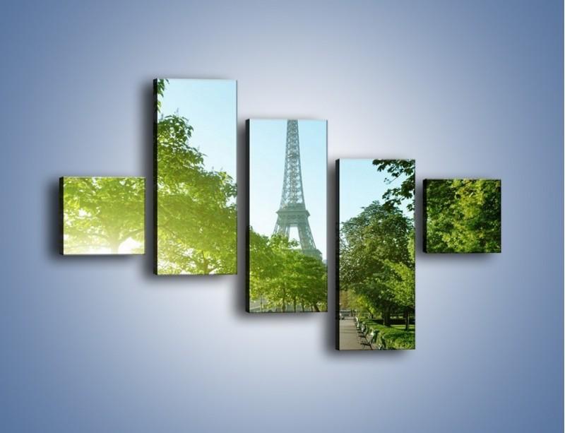 Obraz na płótnie – Uliczka w parku na tle Wieży Eiffla – pięcioczęściowy AM308W3