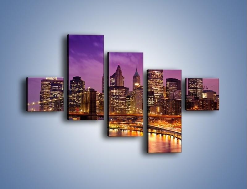 Obraz na płótnie – Nowy York pod fioletowym niebem – pięcioczęściowy AM434W3
