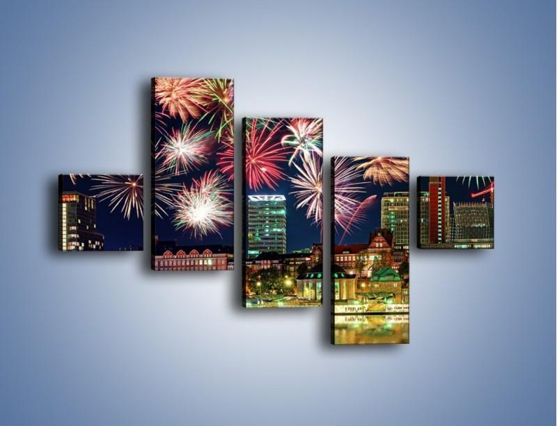 Obraz na płótnie – Noworoczne fajerwerki nad miastem – pięcioczęściowy AM452W3