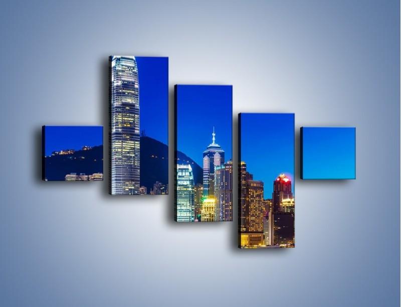 Obraz na płótnie – Oświetlone wieżowce Hong Kongu – pięcioczęściowy AM498W3