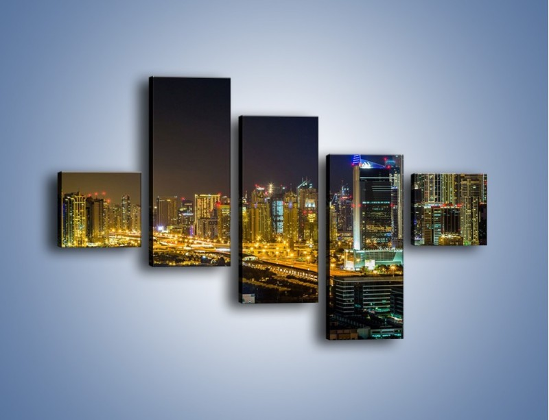 Obraz na płótnie – Oświetlony Dubaj nocą – pięcioczęściowy AM506W3