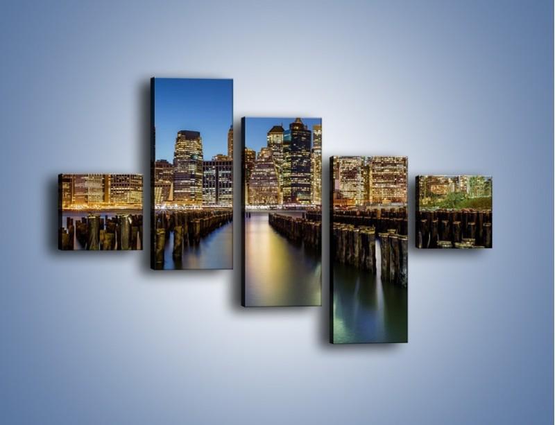 Obraz na płótnie – Zniszczone molo i widok na Manhattan – pięcioczęściowy AM601W3