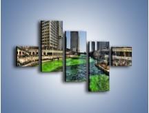 Obraz na płótnie – Chicago River w Dzień św. Patryka – pięcioczęściowy AM605W3