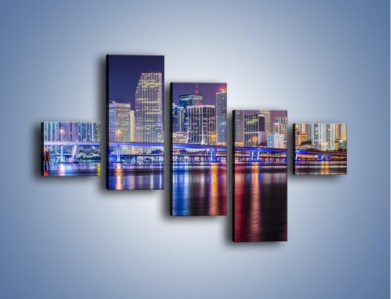 Obraz na płótnie – Światla Miami w odbiciu wód Biscayne Bay – pięcioczęściowy AM813W3