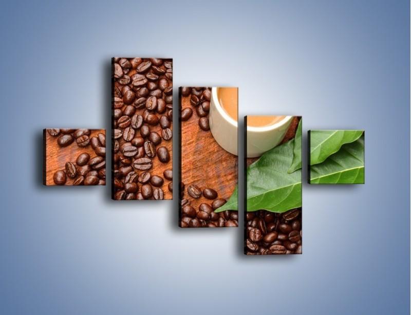 Obraz na płótnie – Ziarna kawy pod liściem – pięcioczęściowy JN417W3