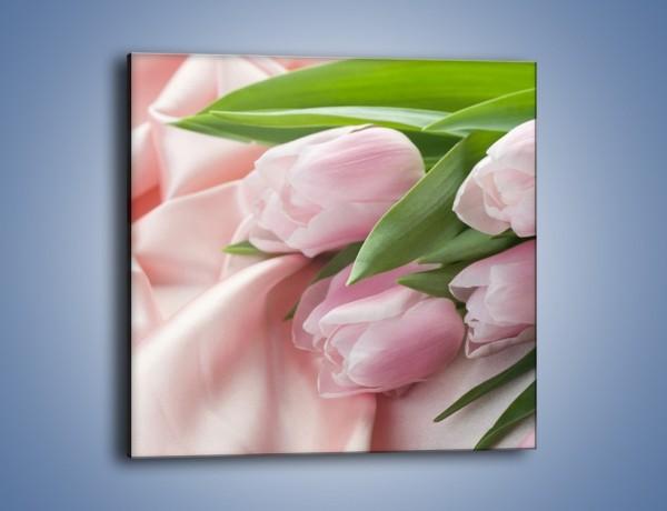 Obraz na płótnie – Odpoczynek tulipanów na atłasie – jednoczęściowy kwadratowy K050