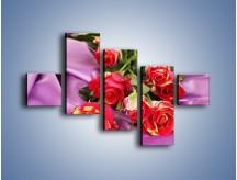 Obraz na płótnie – Błogi odpoczynek z różą – pięcioczęściowy K251W3