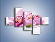 Obraz na płótnie – Biały kwiatowy stół – pięcioczęściowy K688W3