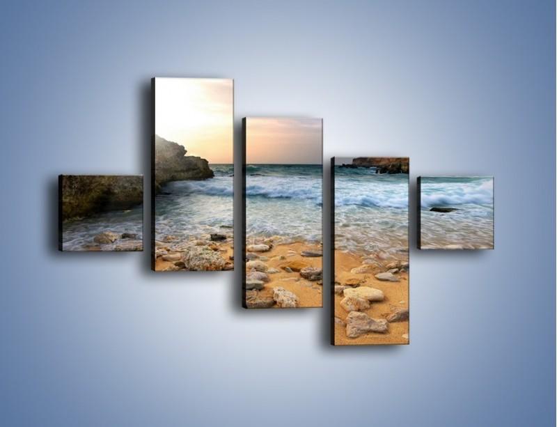 Obraz na płótnie – Kamienista plaża o poranku – pięcioczęściowy KN043W3