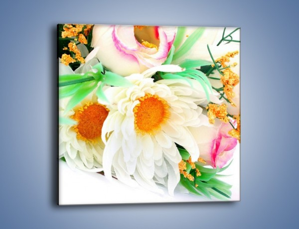 Obraz na płótnie – Róża wśród bieli – jednoczęściowy kwadratowy K085