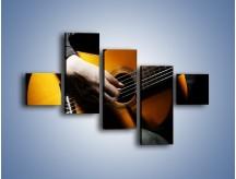 Obraz na płótnie – Chłopiec z gitarą – pięcioczęściowy O109W3