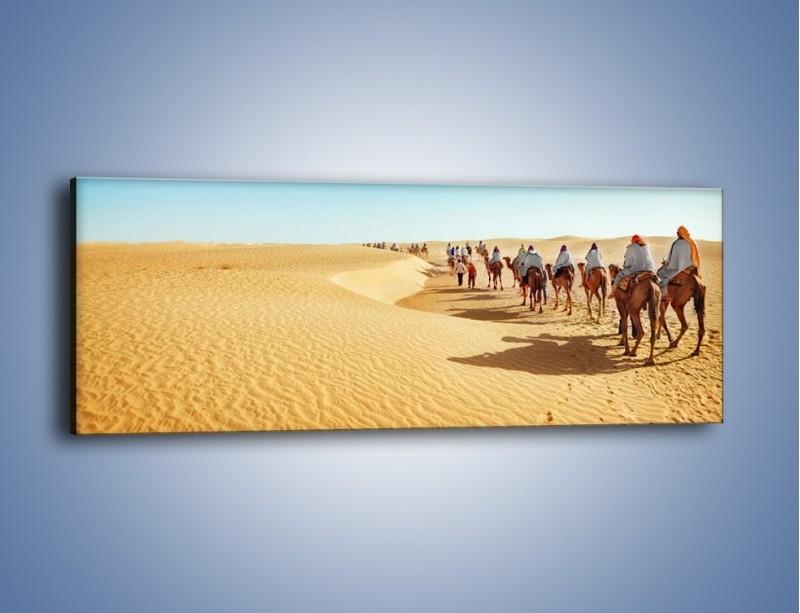 Obraz na płótnie – Szła karawana przez pustynię – jednoczęściowy panoramiczny KN1173A