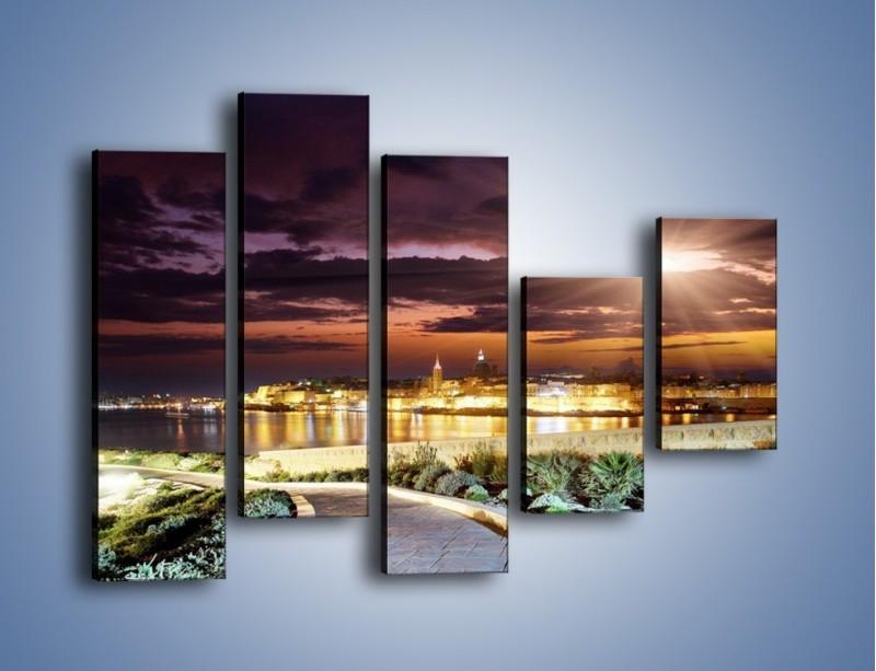 Obraz na płótnie – Błysk światła nad miastem wieczorową porą – pięcioczęściowy AM063W4